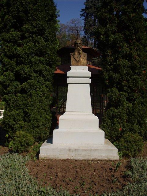 Monument to Josef Hlavka in Chernivtsi (Czernowitz), Ukraine; Памятник Йозефу Главке в г.Черновцы (Украина); Пам'ятник Йозефу Главці у м.Чернівці