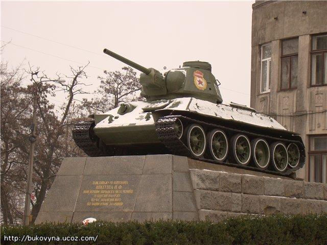Lieutenant Nikitin's Tank in Chernivtsi (Czernowitz), Ukraine; Памятник - танк лейтенанта Никитина в г.Черновцы (Украина); Пам'ятник - танк лейтенанта Нікітіна у м.Чернівці