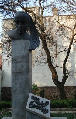 Monument to German poet Paul Celan in Chernivtsi (Czernowitz), Ukraine; Памятник поэту Паулю Целану в г.Черновцы (Украина); Пам'ятник поетові Паулю Целану у м.Чернівці