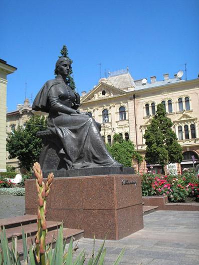 Monument to Olha (Olga) Kobylyanska in Chernivtsi (Czernowitz), Ukraine; Памятник Ольге Кобылянской в г.Черновцы (Украина); Пам'ятник Ользі Кобилянській у м.Чернівці